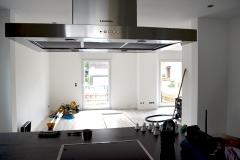 Küche mit Blick in den  Wohn- / Essbereich