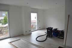 Offener Wohn-/ Essbereich mit bodentiefen Fenstern